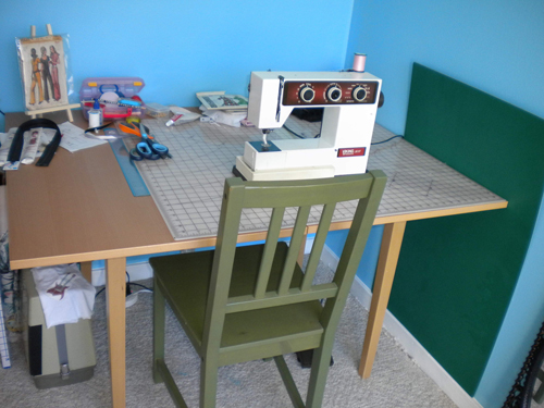 Sewing_room_gab_Table