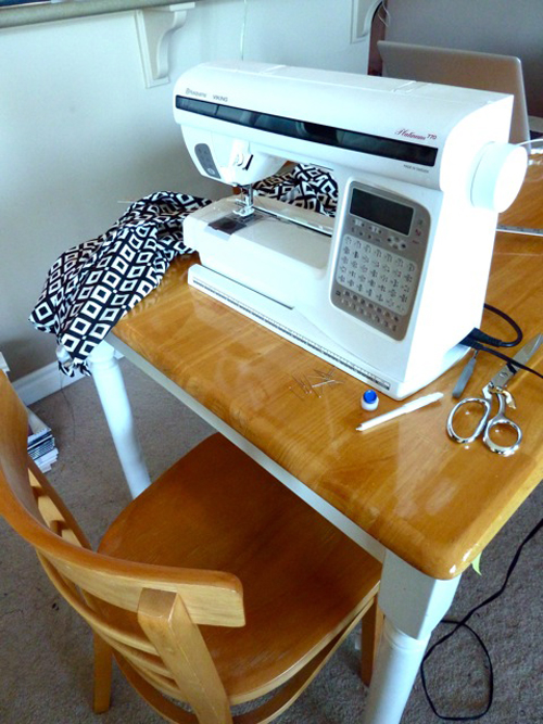 Sewing_room_machine_elaine
