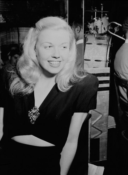 Doris_day_1946_midriff